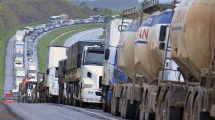 Informações atualizadas sobre a paralização dos caminhoneiros na estradas